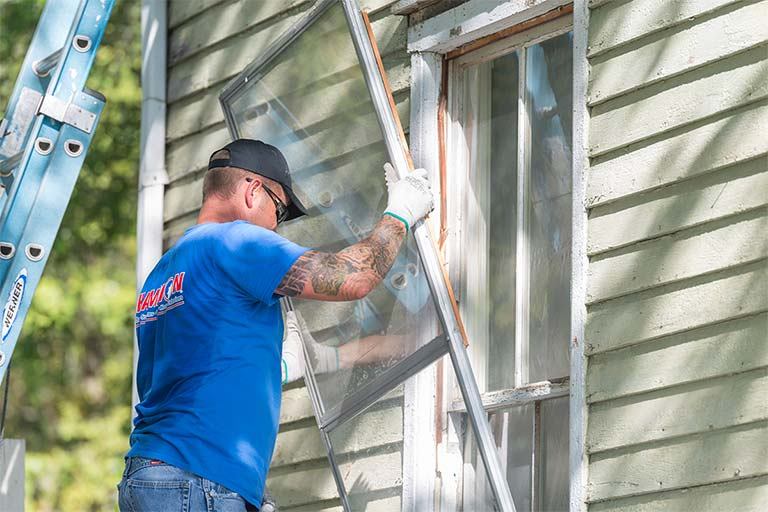 Champion installer putting in new window